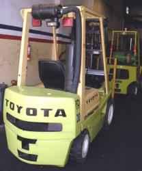 Autoelevador Toyota de 2 toneladas.