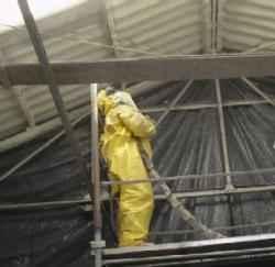 Espuma rígida de poliuretano aplicada en techos de chapa.